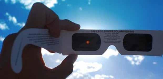 Eclipses, la luna también sale de día